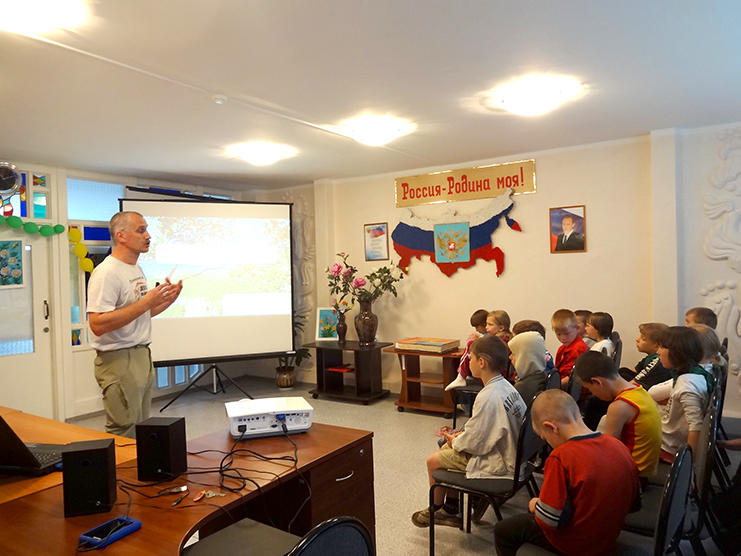 Lessons with children at Sail of Hope Centre /(с) Phoenix Fund
