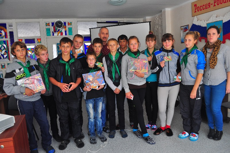 Alexandre Vrisch with active participants of eco-lessons /(с) Phoenix Fund
