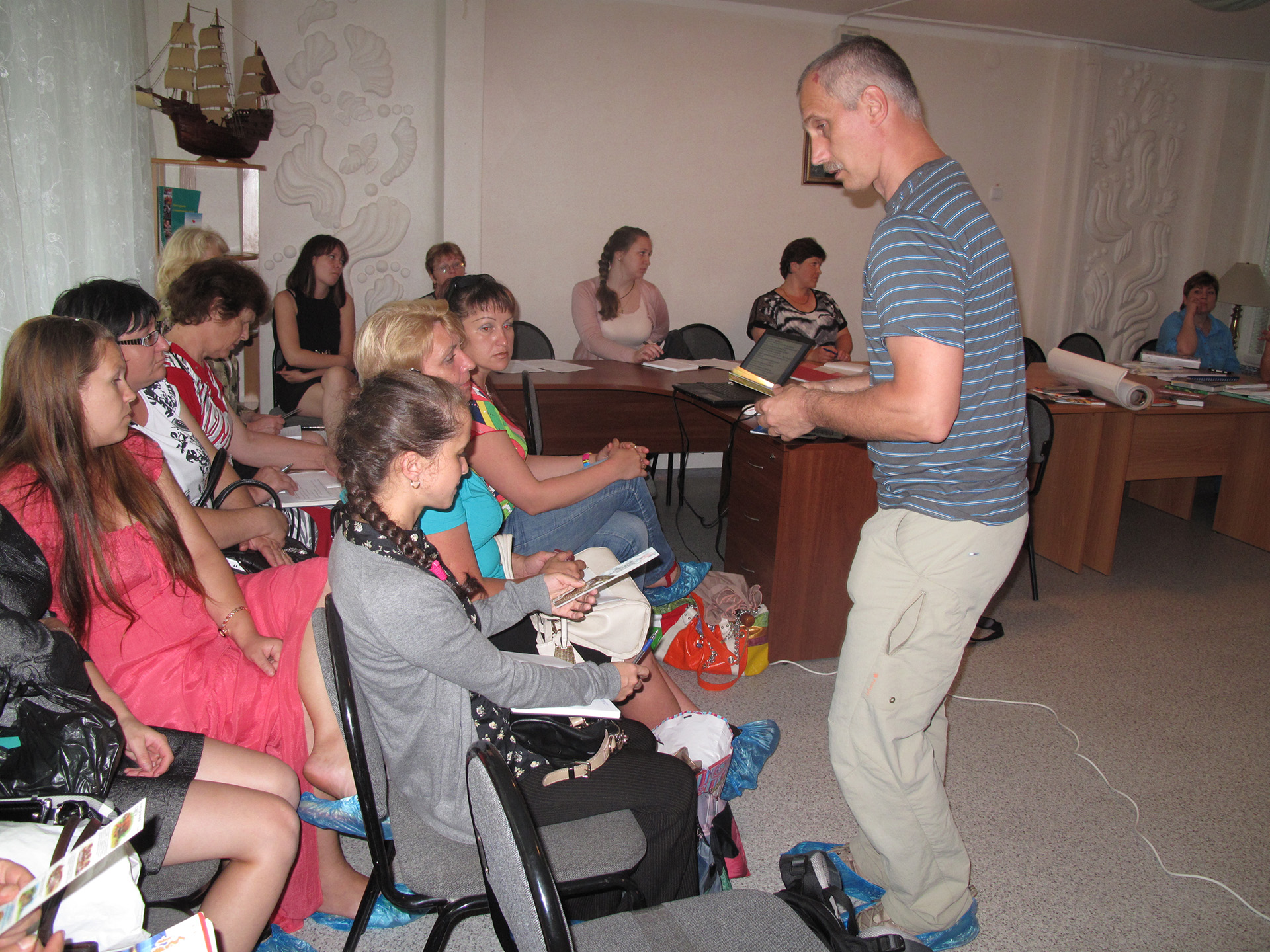 Lectures with young specialists working in orphanages and rehab centres all over Primorye /(с) Phoenix Fund